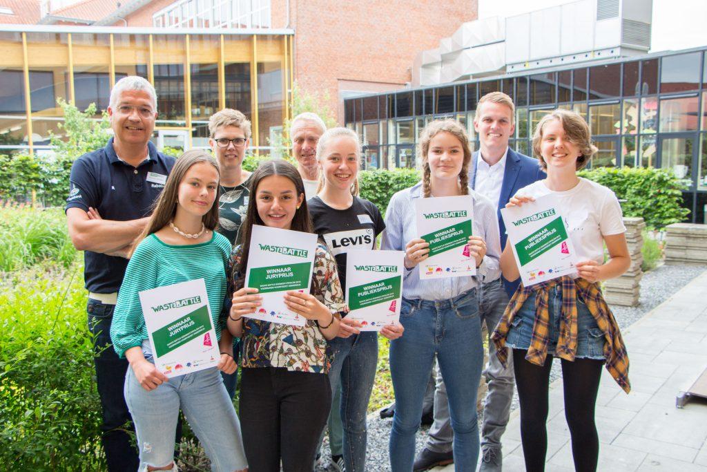De winnaars van de jury- en publieksprijs en de juryleden Edwin Zijlstra, Marike Velting, Evert Salverda en Joey Steenbakker (vlnr)