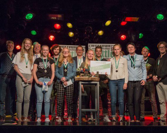 Winnaars Waste Battle met juryleden en organisatoren (1)